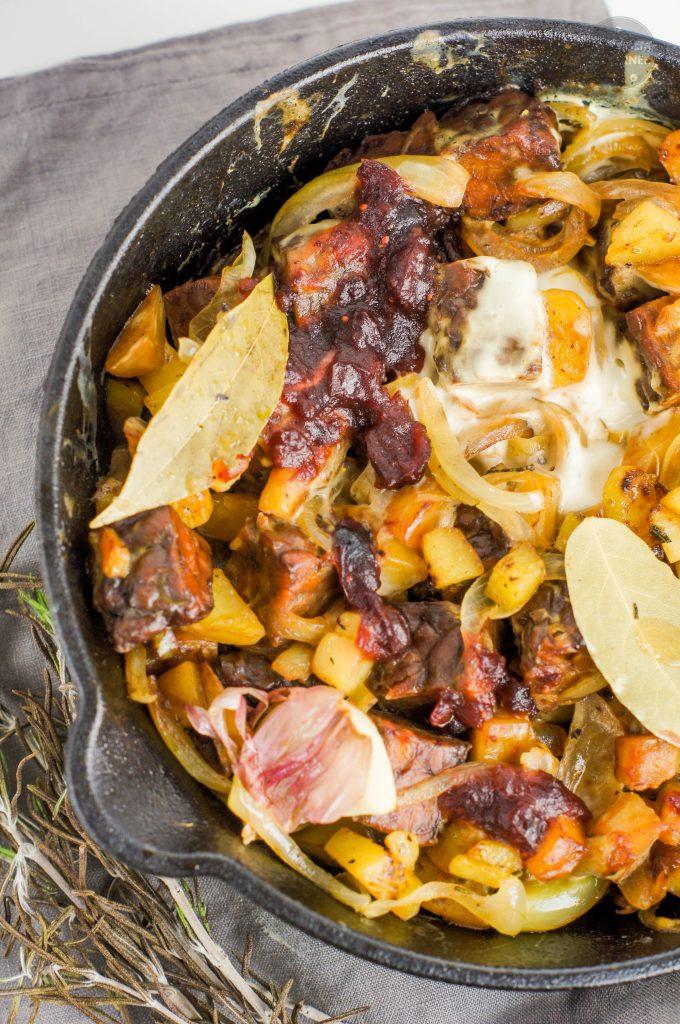 wegańska zapiekanka z tempehu i ziemniaków