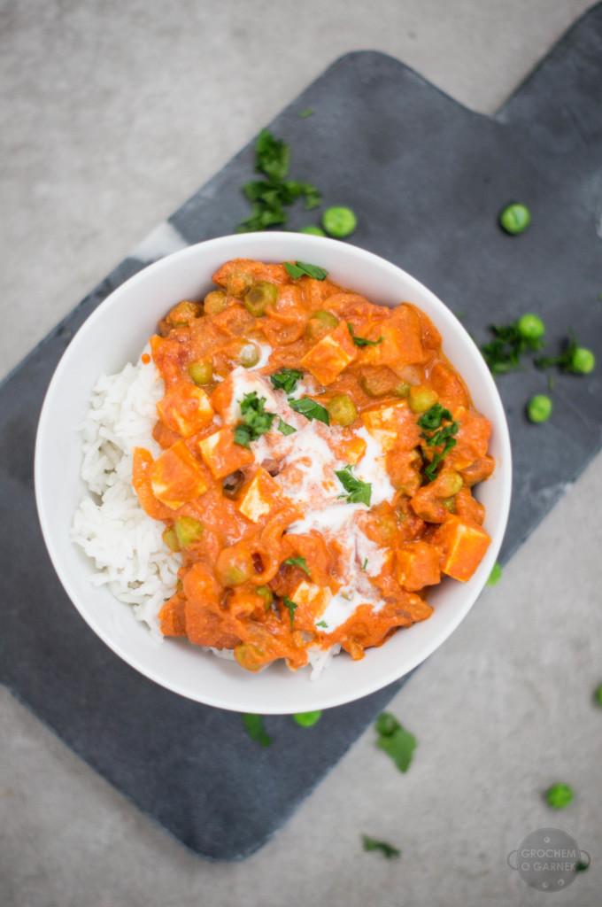 szybki obiad wegetariański curry z groszku i tofu