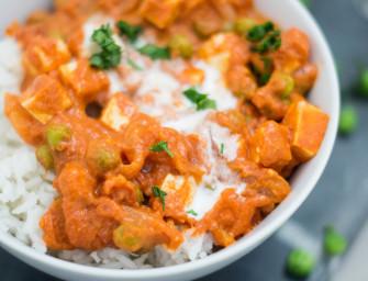 Szybki obiad wegetariański – curry z tofu i groszkiem